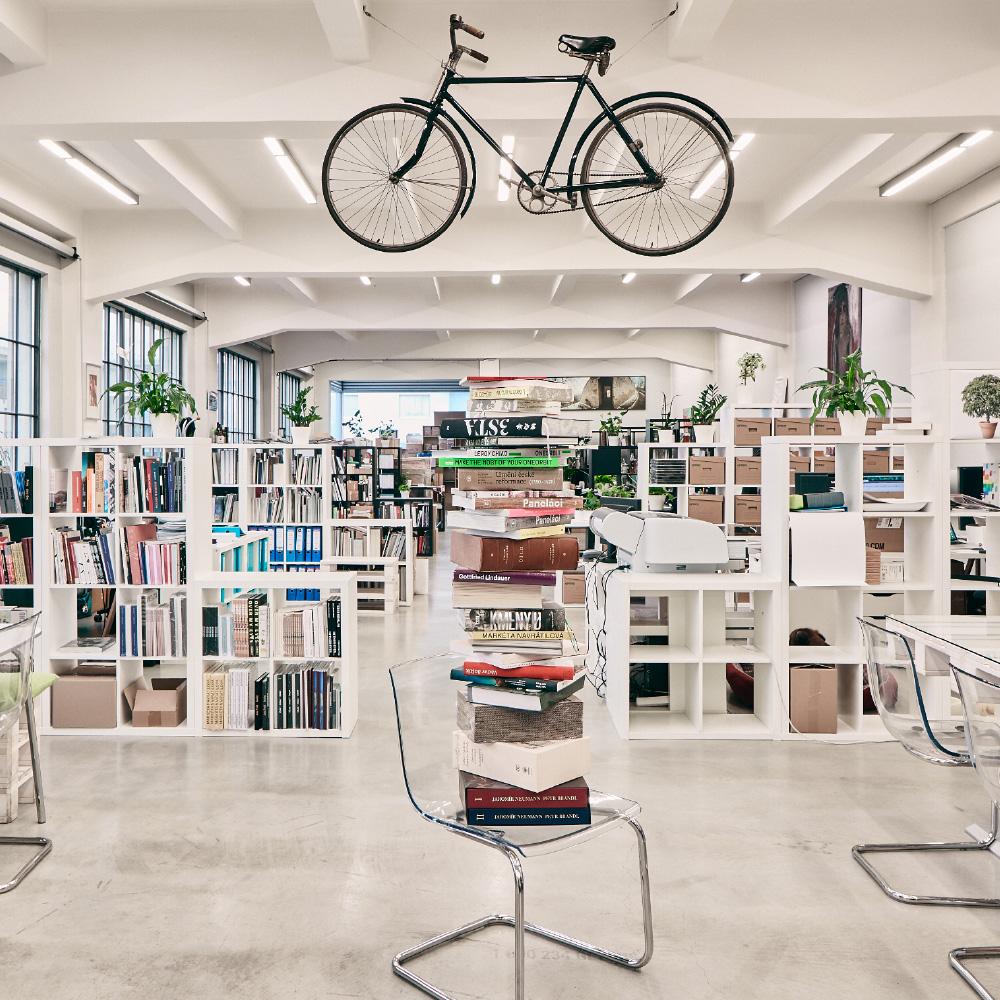 Naše tiskárna je zároveň designový shop s velkým výběrem materiálů a tiskových technologií